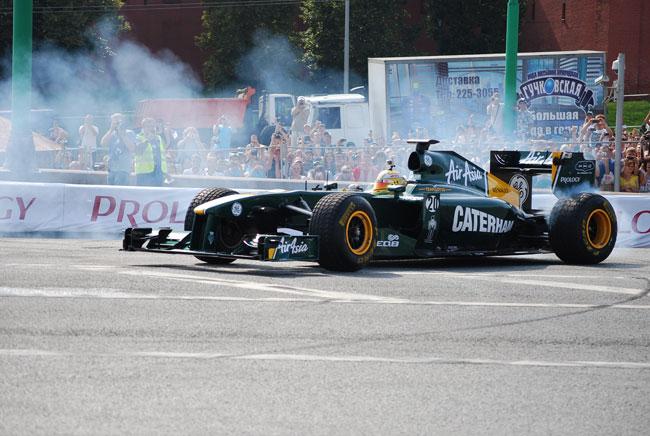 Luiz Razia se exibiu com carro do Team Lotus (foto: divulgação)