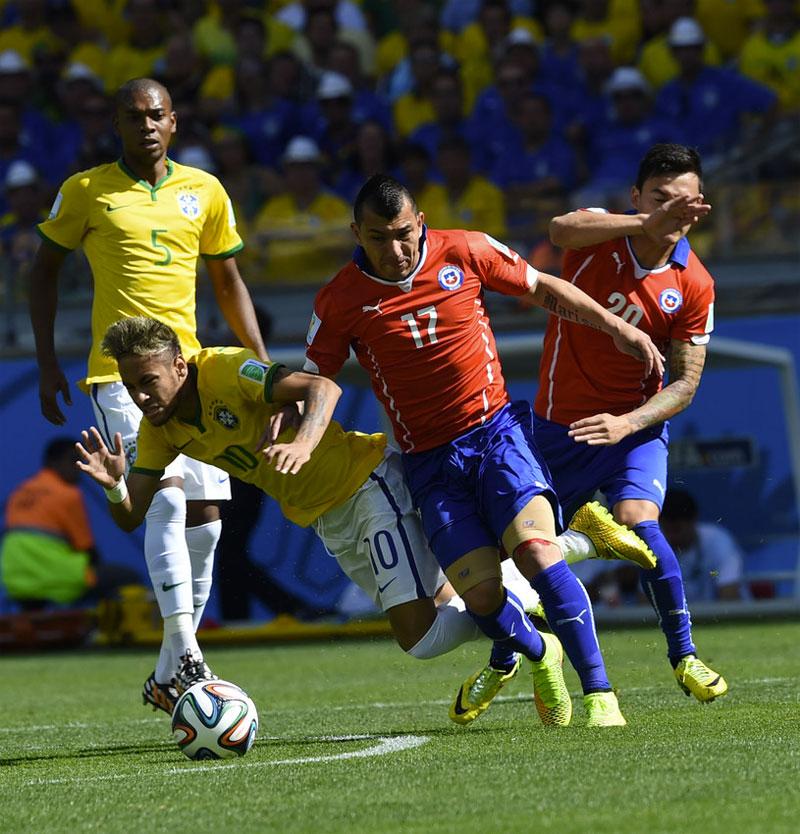Neymar durante jogo do Brasil contra o Chile pelas oitavas de final na copa do mundo 2014 em Belo Horizonte, 28 de Junho de 2014. Bruno Domingos / Mowa Press