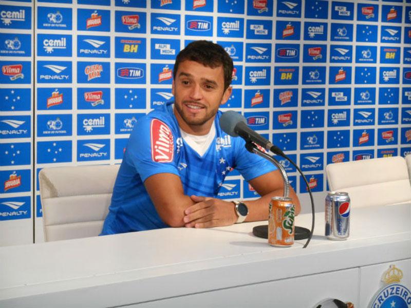 Volante Charles foi reintegrado ao elenco do Cruzeiro