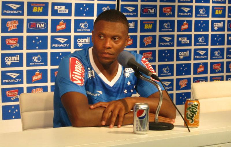 Júlio Baptista, do Cruzeiro, passará por cirurgia no joelho