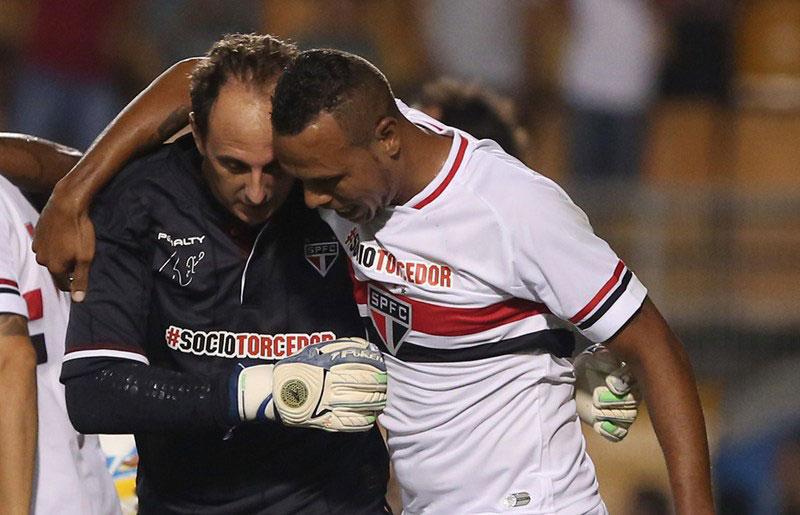 Luis Fabiano e Rogério Ceni brigam pela artilharia do Tricolor na Libertadores