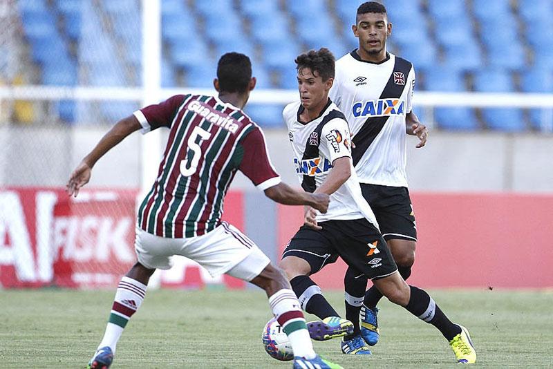 Mateus Vital, do Vasco, elogia torcida no Campeonato Carioca 2015