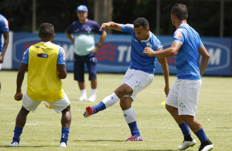 Cruzeiro e Villa Nova jogam pelo Campeonato Mineiro 2015, Ceará celebra volta