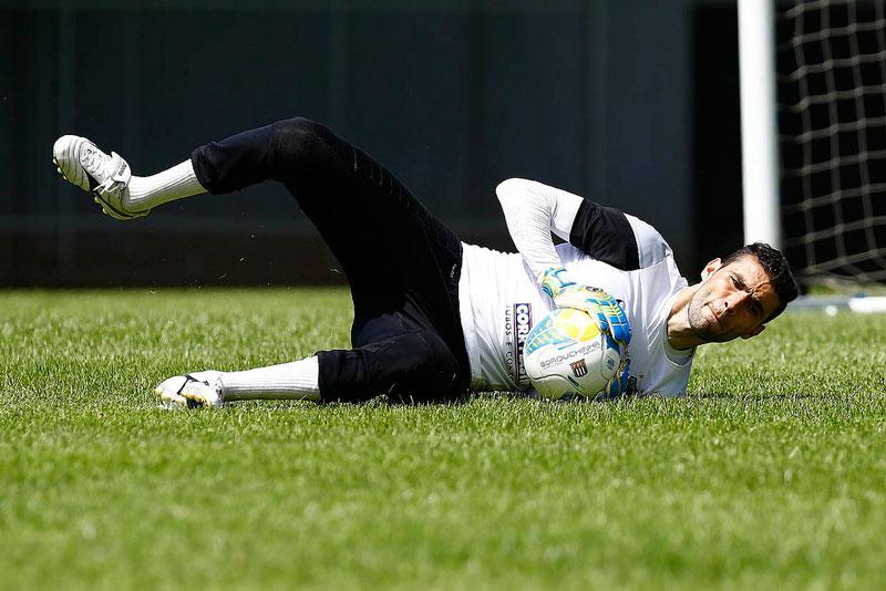 Goleiro Vanderlei do Santos FC sofreu fratura durante jogo do Campeonato Paulista 2015