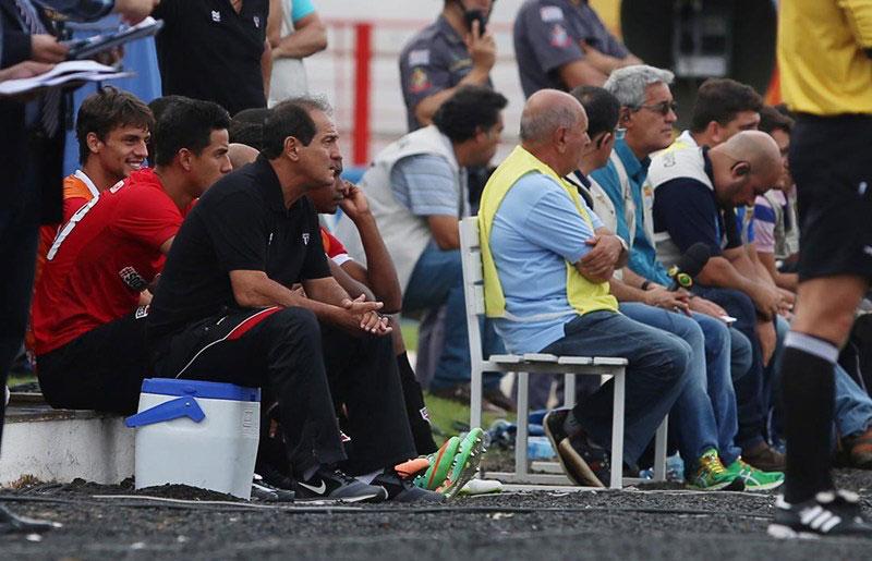 """""""Tem de encarar os problemas e melhorar"""", diz técnico do São Paulo FC"""