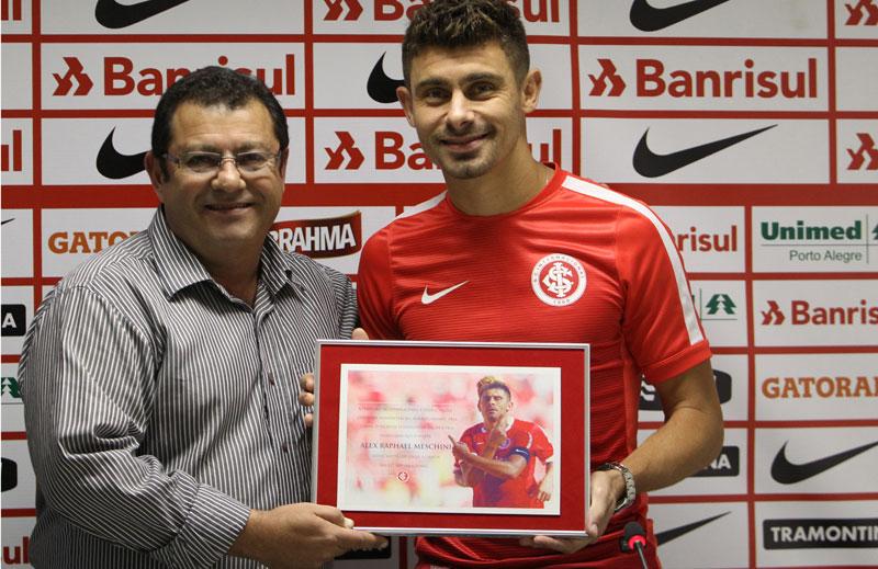 Notícias do Futebol: Internacional renova com Alex até 2017