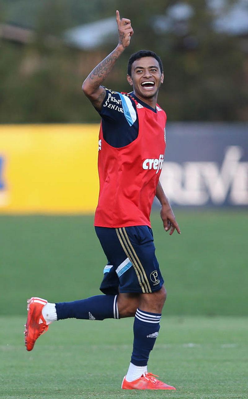 Recuperado, Cleiton Xavier deve ser opção no banco de reservas contra o ASA-AL (foto: Cesar Greco/Ag. Palmeiras/Divulgação)