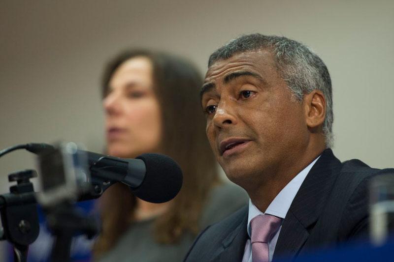 Romário quer CPI da CBF