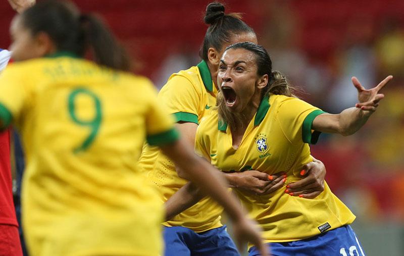 Marta celebra seu gol (foto: Bruno Domingos/Mowa Press)