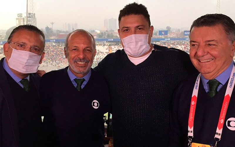 Por causa de gripe, Ronaldo usa máscara antes de transmissão