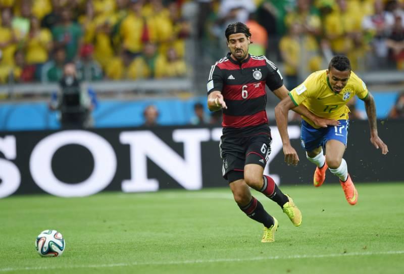 Luis Gustavo durante o jogo do Brasil contra a Alemanha (foto: Bruno Domingos / Mowa Press)