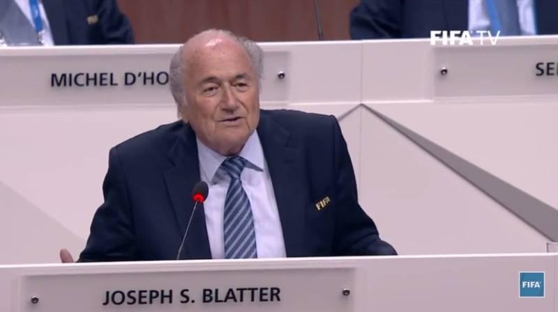 Fifa: Manifestante jogou dinheiro em Blatter