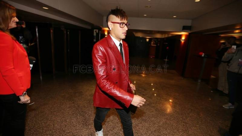 Notícias de Neymar no Barcelona: Você gostaria de se vestir como ele?