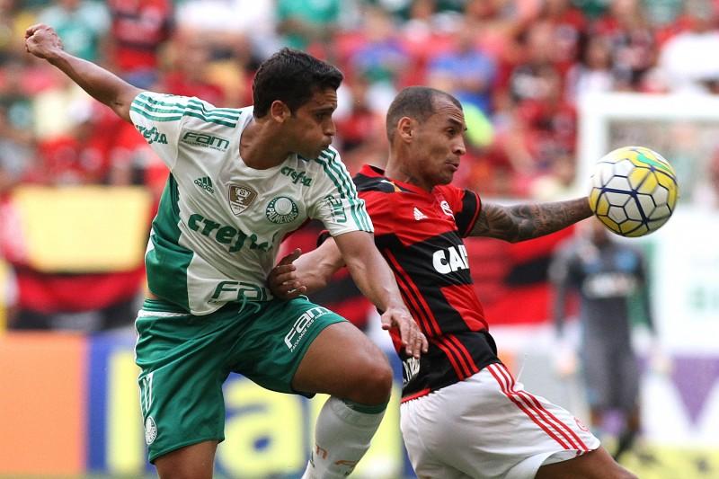 Palmeiras e Flamengo brigam ponto a ponto por título do Brasileirão 2016