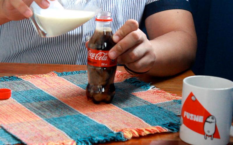Quando você coloca leite na Coca-Cola acontece algo estranho