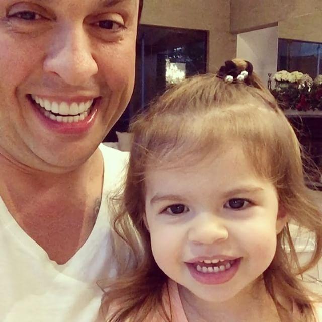 Vídeo de filha de Ceará imitando Silvio Santos deixa internet feliz