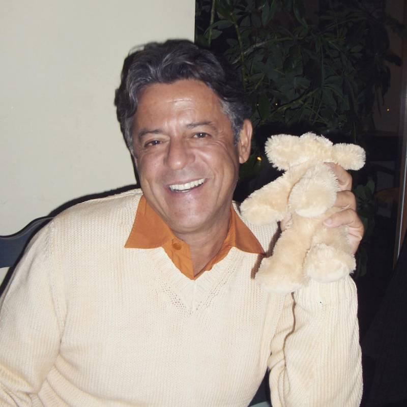 Marcos Paulo é homenageado por Giulia Costa