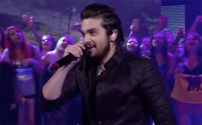 Luan Santana cantando viral Trem-Bala no Caldeirão é destaque