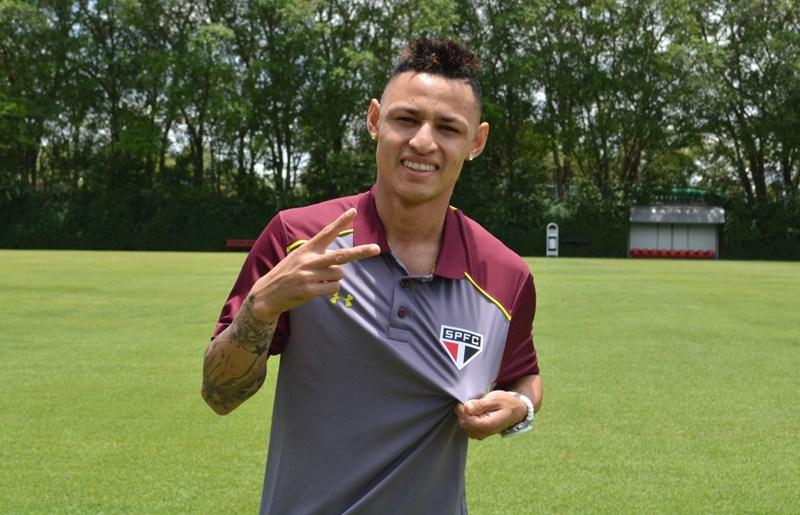 São Paulo FC contrata Neilton