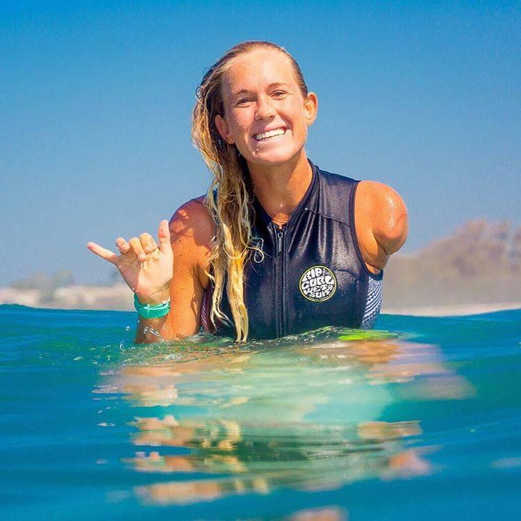 10 fatos que vão fazer você amar essa surfista que sobreviveu a um ataque de tubarão