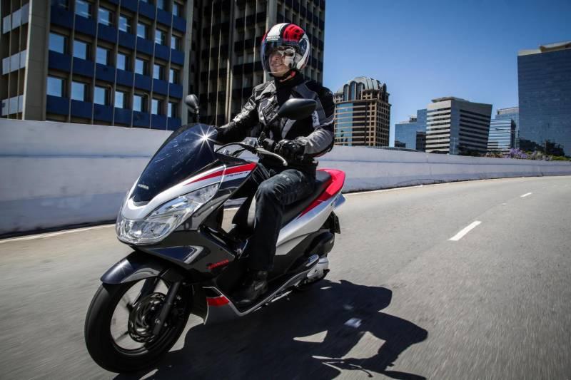 Nova Honda PCX 2018 surpreende com ficha técnica balanceada